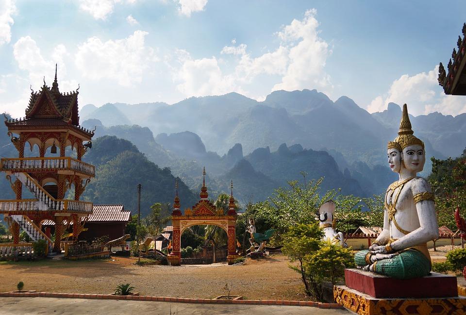 Laos_temple_montagne